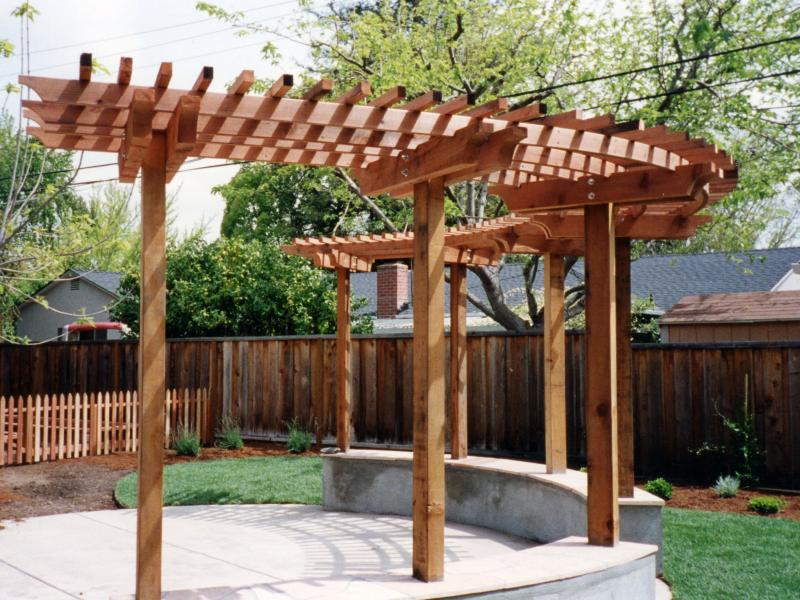 Rather than shade, this simple trellis gives a sculptural effect